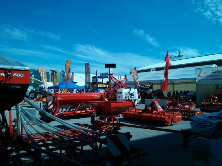 Exposición de maquinaria pesada en Expoliva.